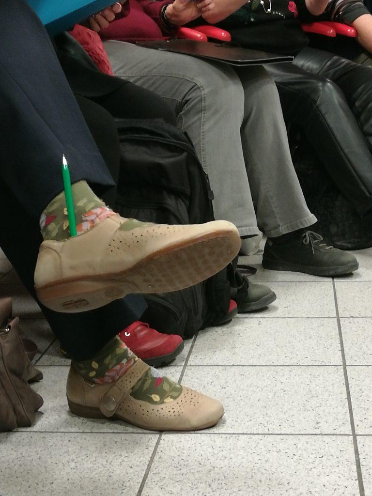 Crayon glissé dans une chaussure
